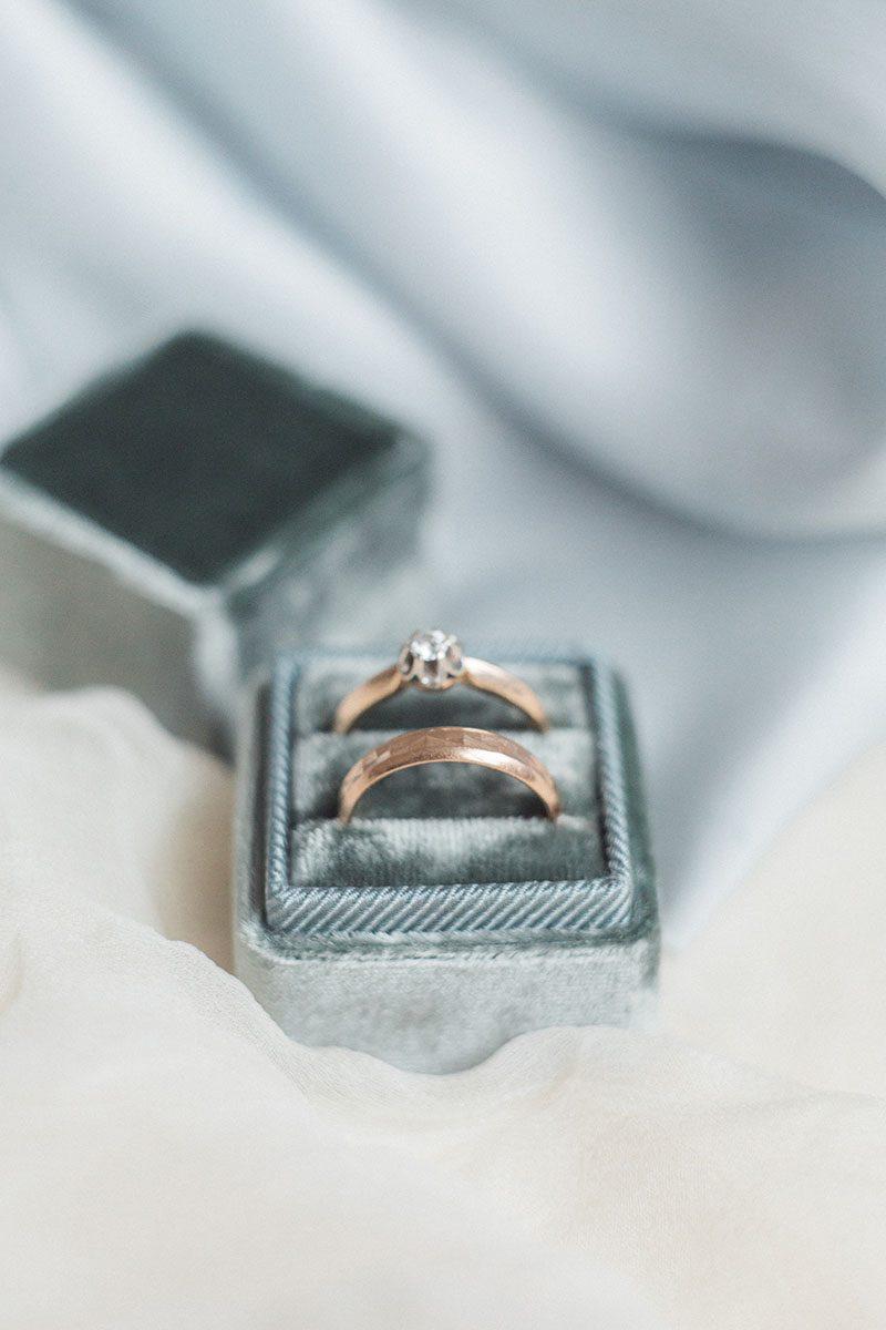 Velvet ring box. Бархатная коробочка для кольца с тиснением монограммы