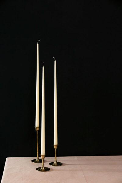 Свечи из натурального желтого или белого пчелиного воска в Москве. Тонкие свечи ручной работы.