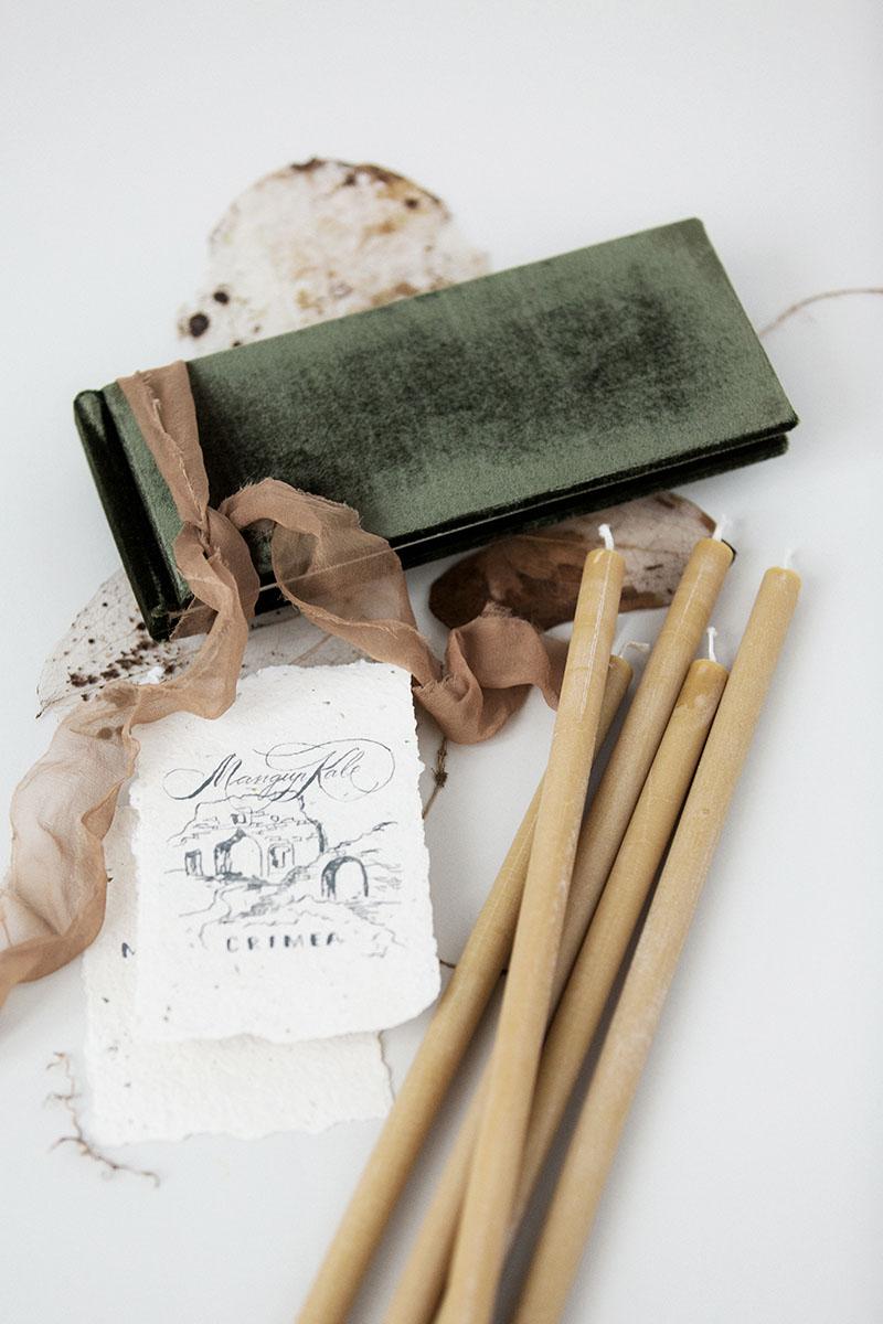 Bark-and-Berry-Dark-Olive-vintage-velvet-wedding-embossed-monogram-guest-book-photoalbum-002