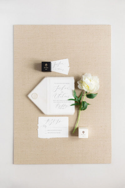 Bark-and-Berry-Beige-Tussah-styling-boards-for-wedding-stationery-bouquet-detail-shot-001