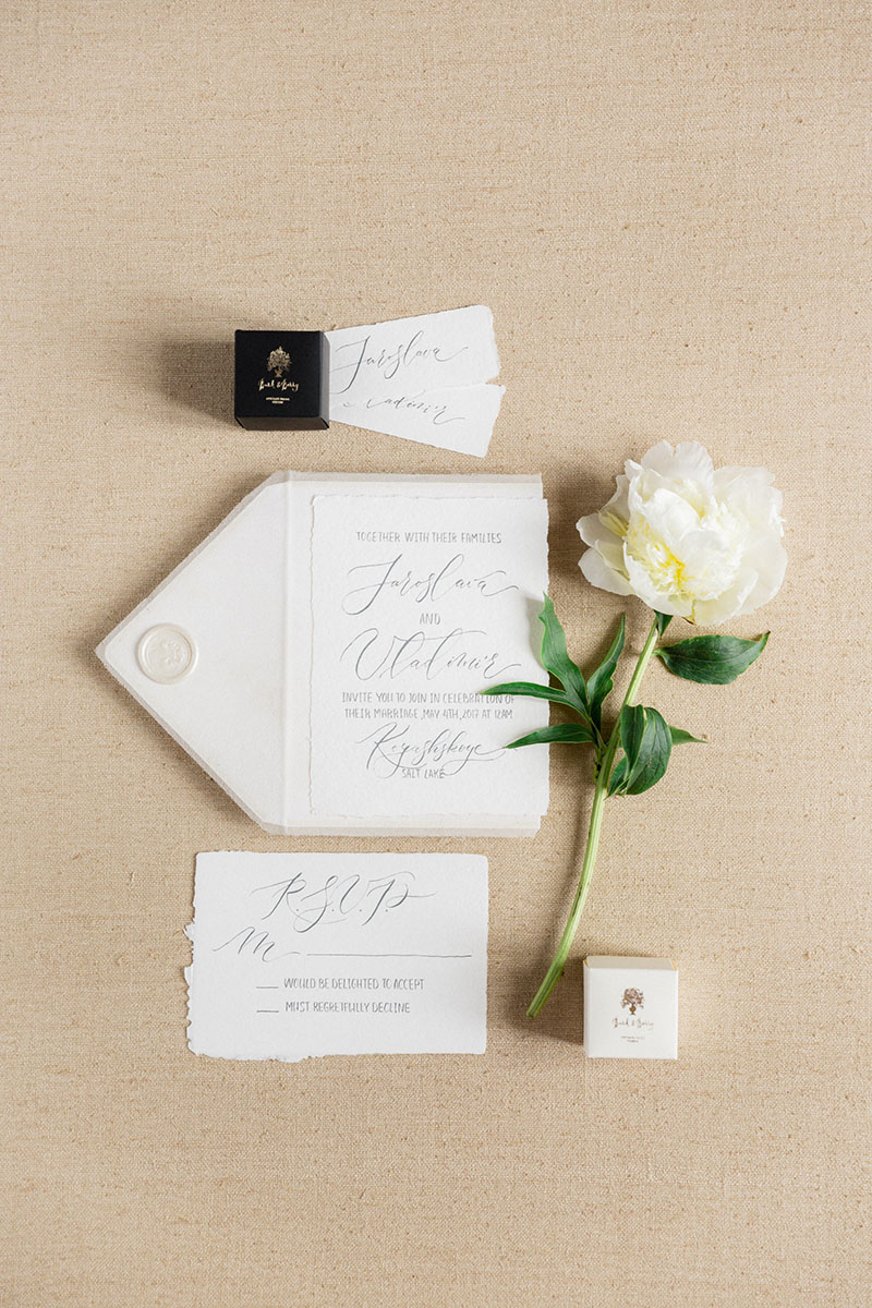 Bark-and-Berry-Beige-Tussah-styling-boards-for-wedding-stationery-bouquet-detail-shot-002