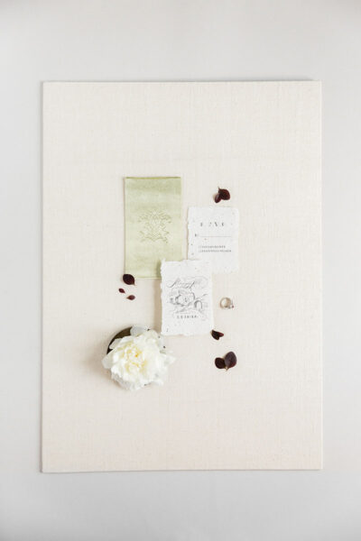 Bark-and-Berry-Ivory-Tussah-styling-boards-for-wedding-stationery-bouquet-detail-shot-001