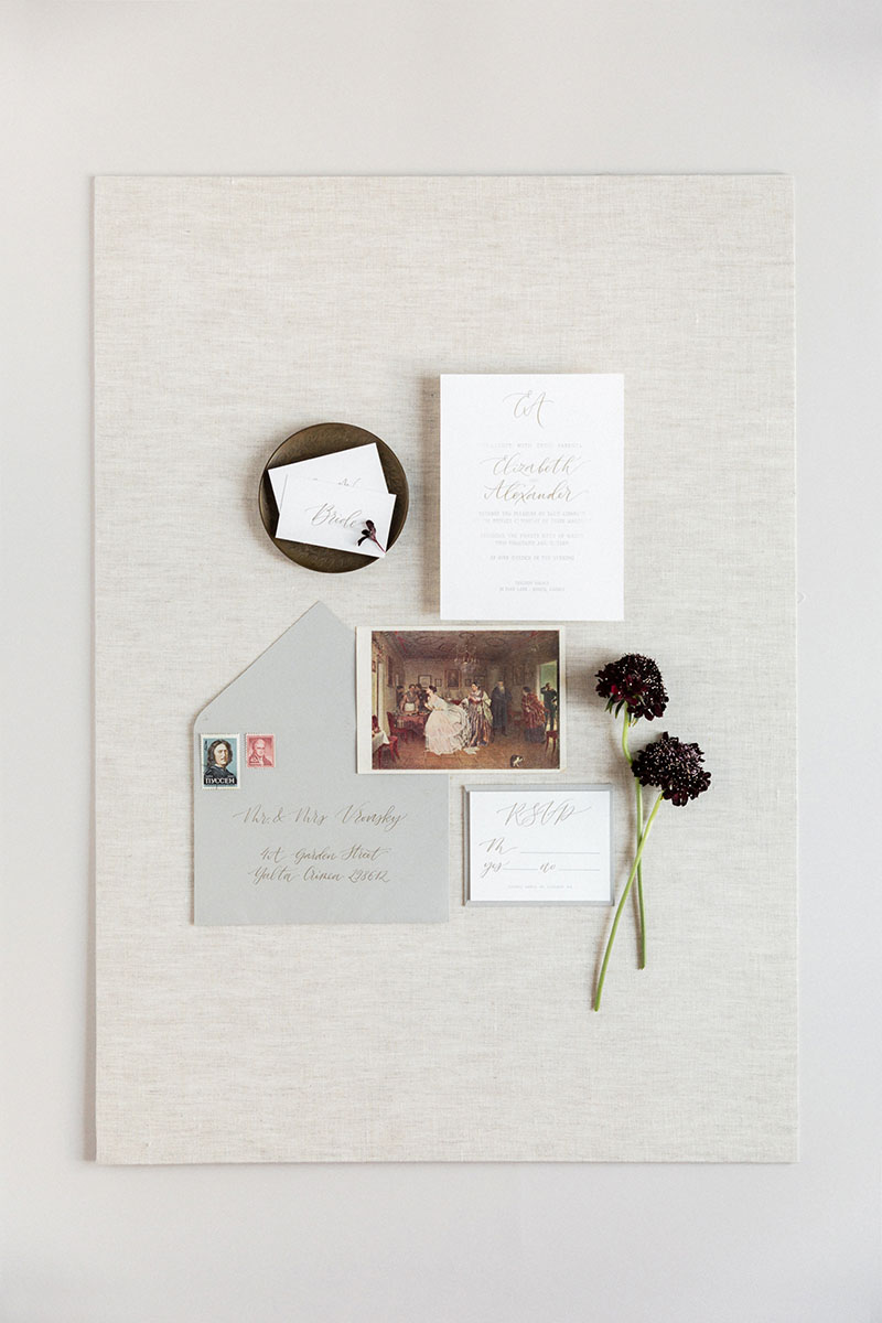Bark-and-Berry-Natural-Linen-styling-boards-for-wedding-stationery-bouquet-detail-shot-001