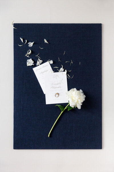 Bark-and-Berry-Ocean-Linen-styling-boards-for-wedding-stationery-bouquet-detail-shot-001