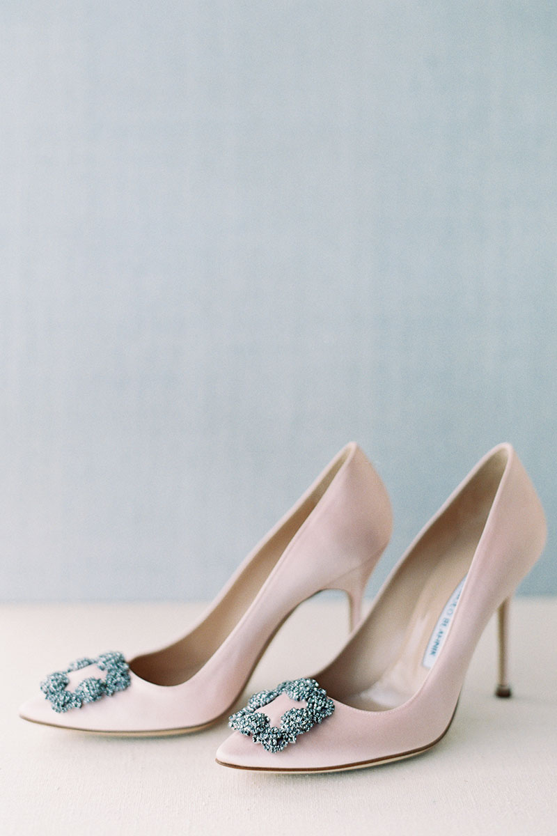 Bark-and-Berry-Pale-Blue-Ivory-Tussah-styling-boards-for-wedding-stationery-bouquet-detail-shot-001
