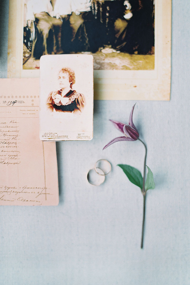 Bark-and-Berry-Pale-Blue-Tussah-styling-boards-for-wedding-stationery-bouquet-detail-shot-006