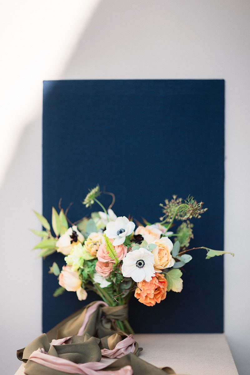 Bark-and-Berry-Beige-Tussah-styling-boards-for-wedding-stationery-bouquet-detail-shot-004