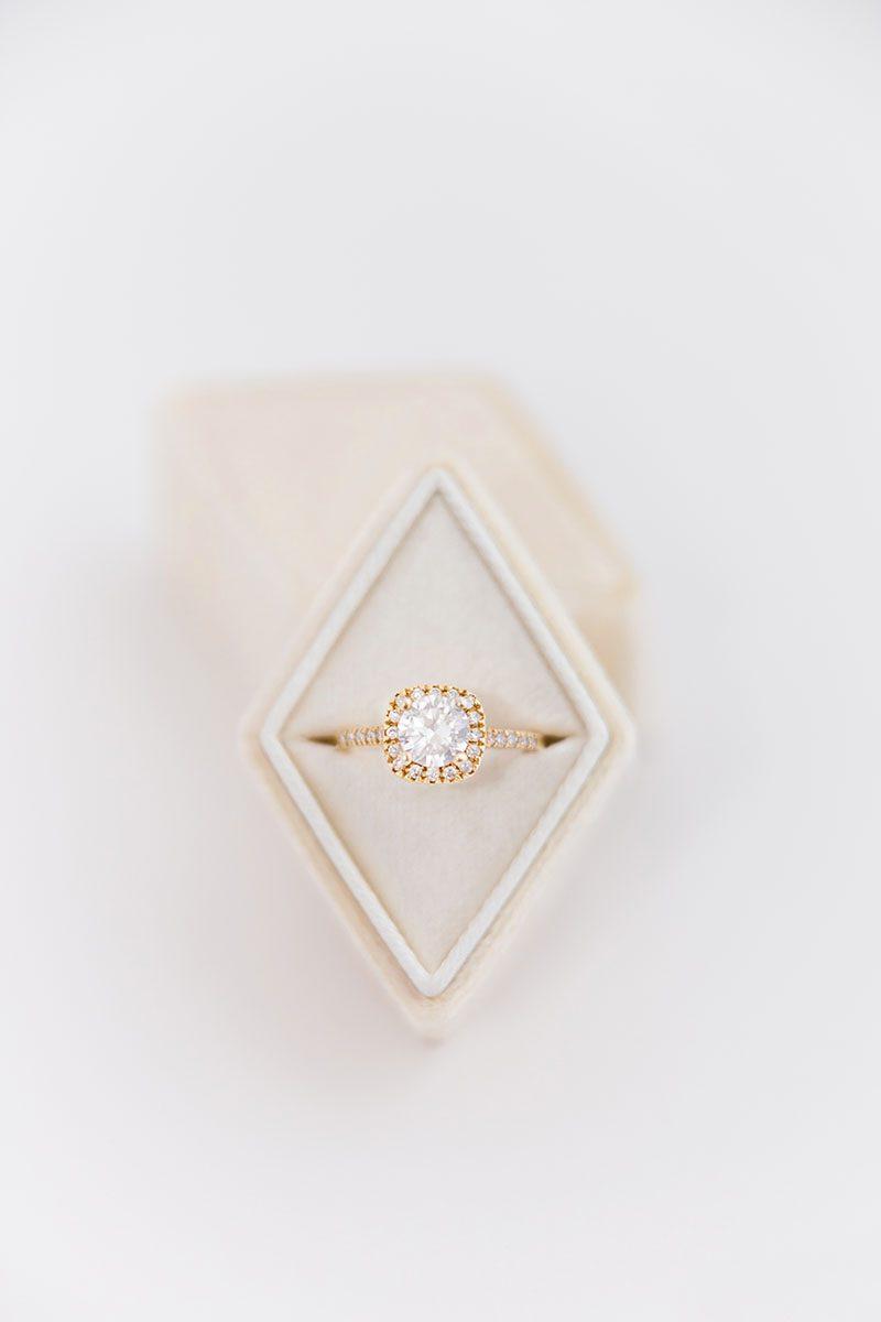 Шикарная коробочка футляр для кольца из бархата и кожи на заказ для помолвки и свадьбы