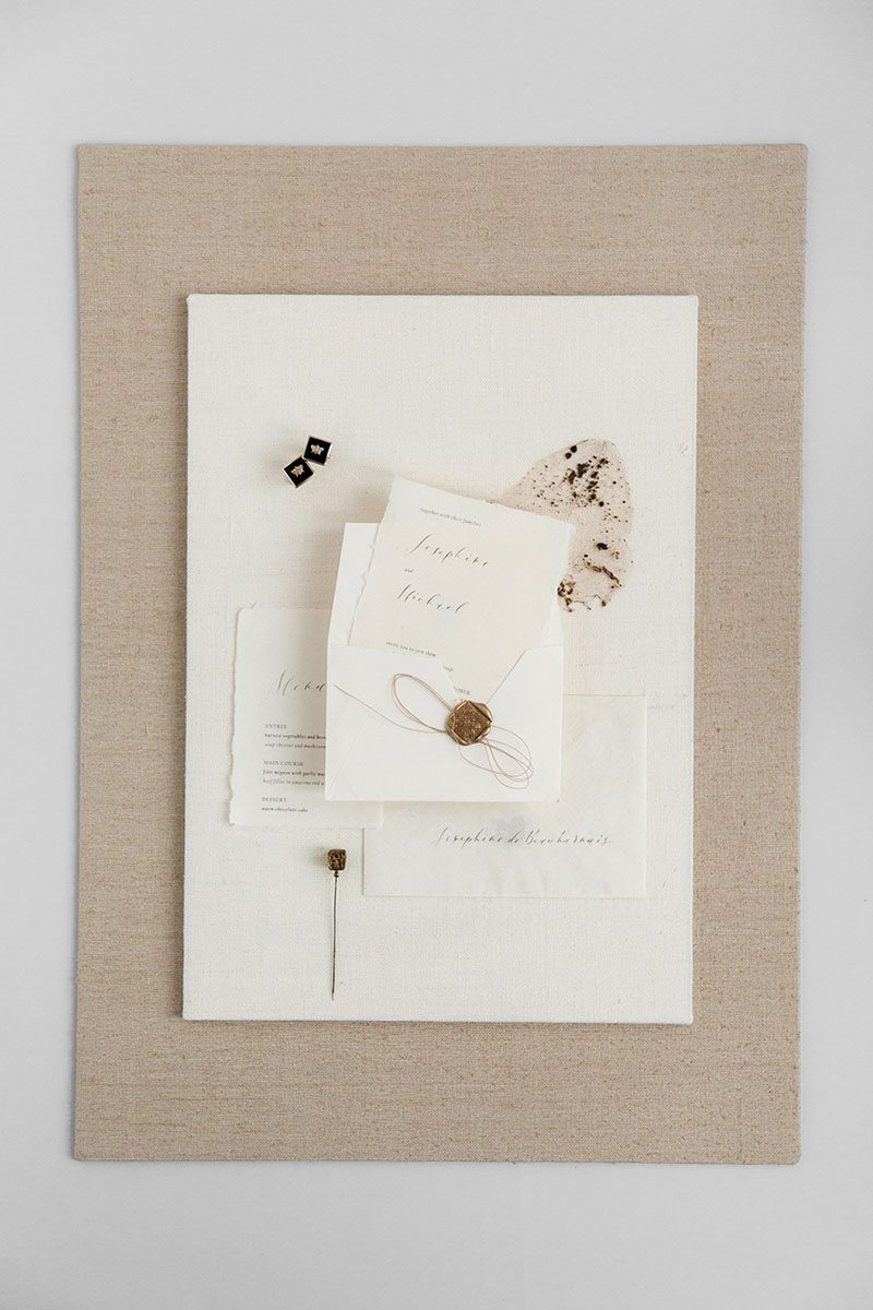 Bark-and-Berry-Beige-Ivory-Tussah-styling-mini-standard-boards-for-wedding-stationery-bouquet-detail-shot-001