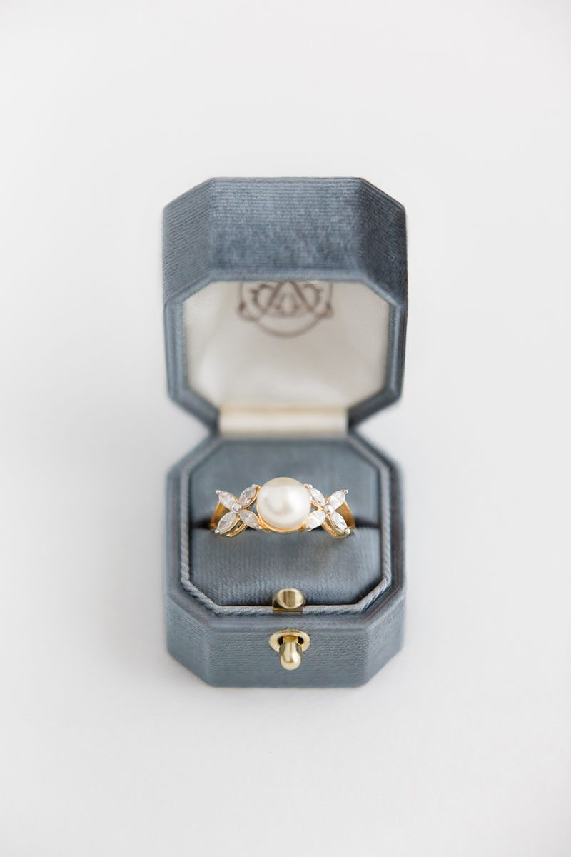 Bark-and-Berry-Dove-vintage-wedding-embossed-monogram-octagon-solid-velvet-ring-box-with-lock-001