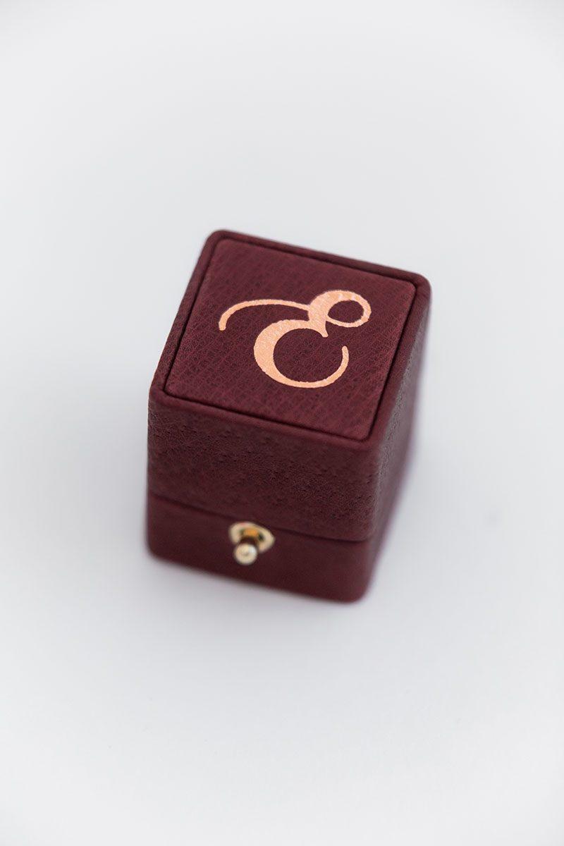 Элегантная коробочка для помолвочного кольца из бархата и кожи на заказ