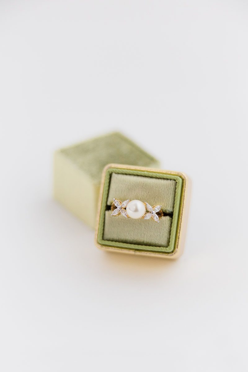 Bark-and-Berry-Pistachio-Yellow-Gold-double-slot-vintage-wedding-embossed-monogram-velvet-leather-ring-box-001
