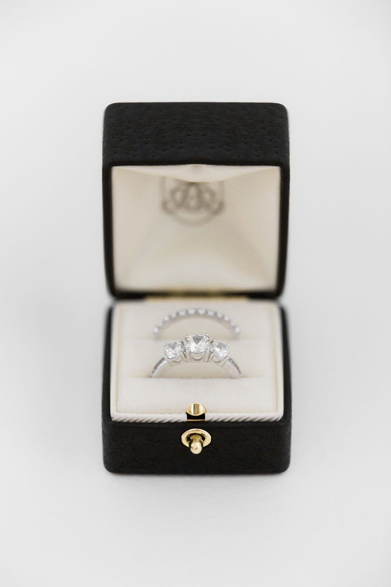 Bark-and-Berry-Ludovic-double-slot-vintage-wedding-embossed-double-monogram-velvet-leather-grand-ring-box-all-ivory-001