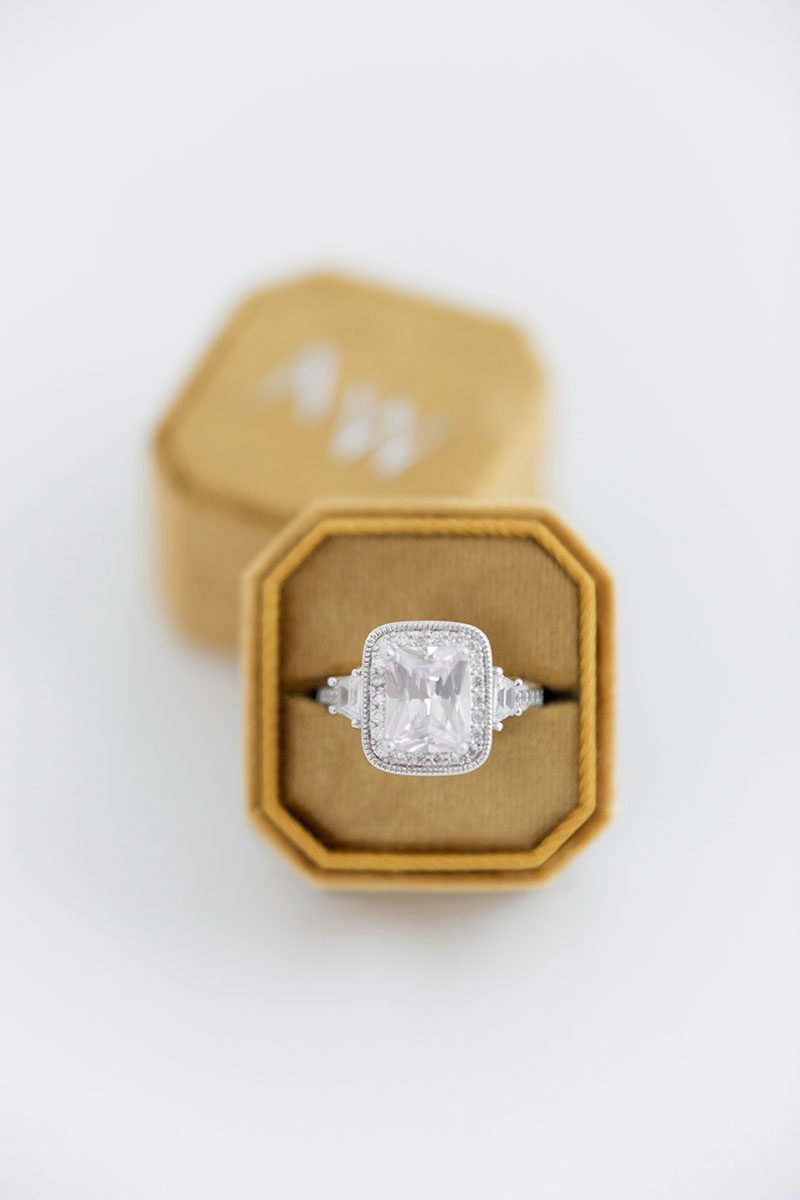 Bark-and-Berry-Amber-double-slot-vintage-wedding-embossed-monogram-octagon-velvet-ring-box-001