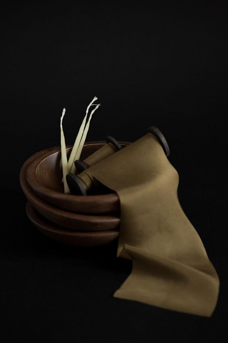 Ленты из натурального шелка окрашенные вручную растительными красителями и растениями выкроены по косой bias cut habotai silk ribbon
