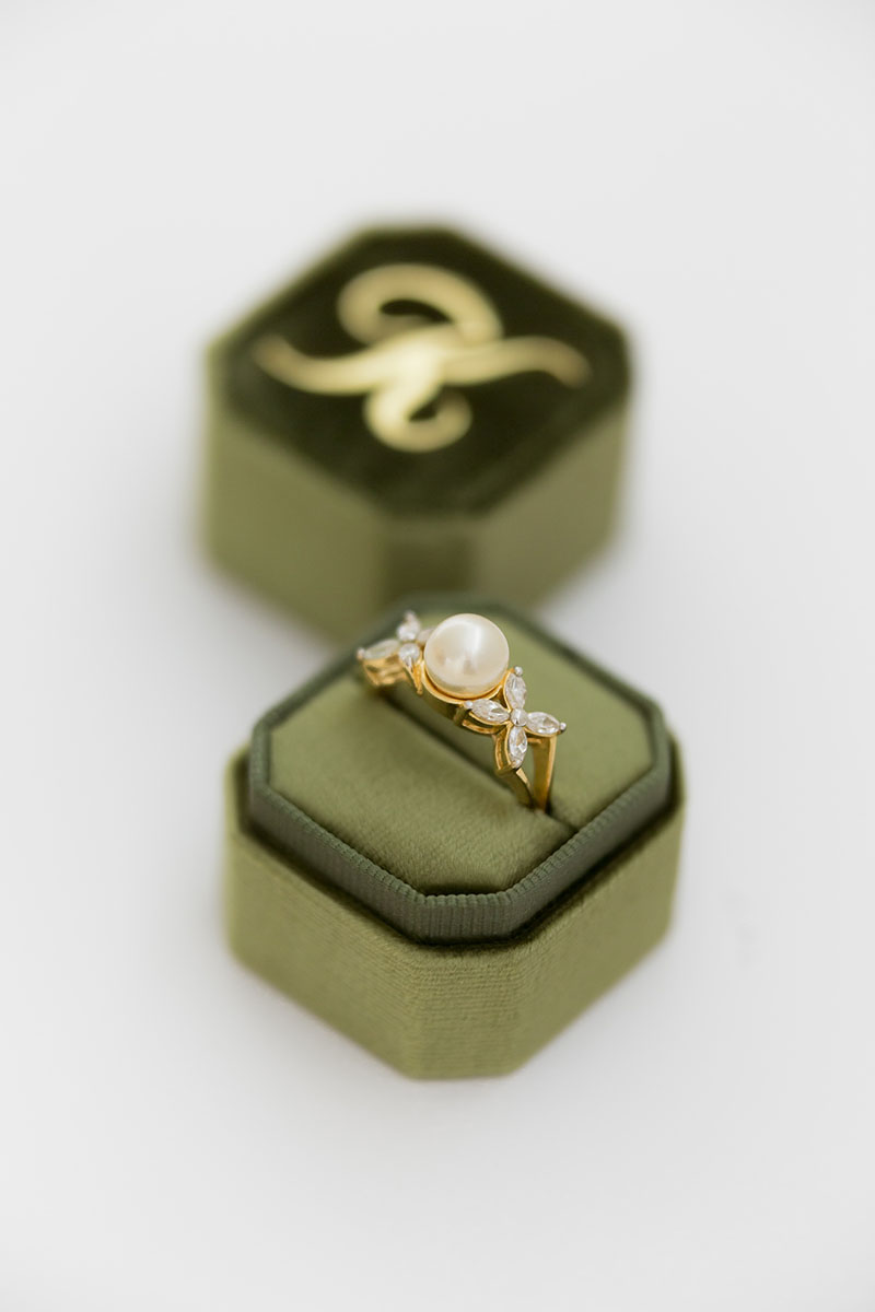 Bark-and-Berry-Petite-Moss-octagon-vintage-wedding-embossed-individual-monogram-velvet-ring-box-001