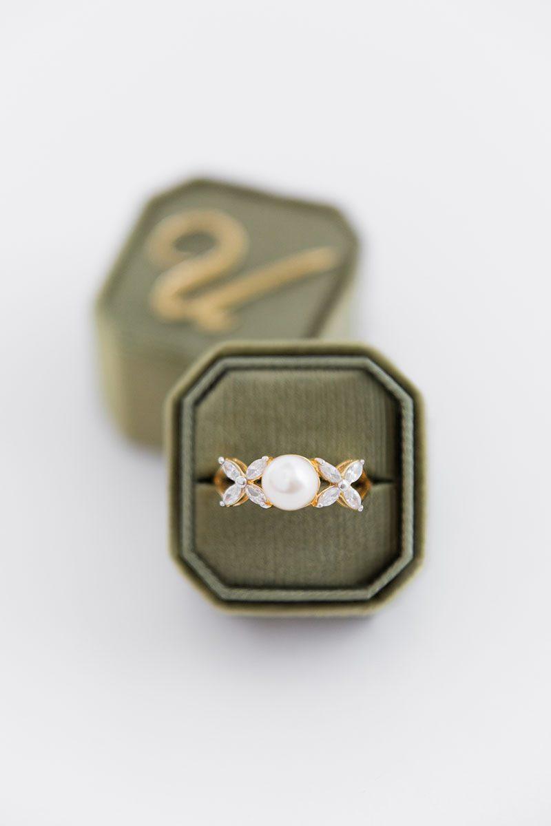 Bark-and-Berry-Moss-double-slot-vintage-wedding-embossed-monogram-octagon-velvet-ring-box-001