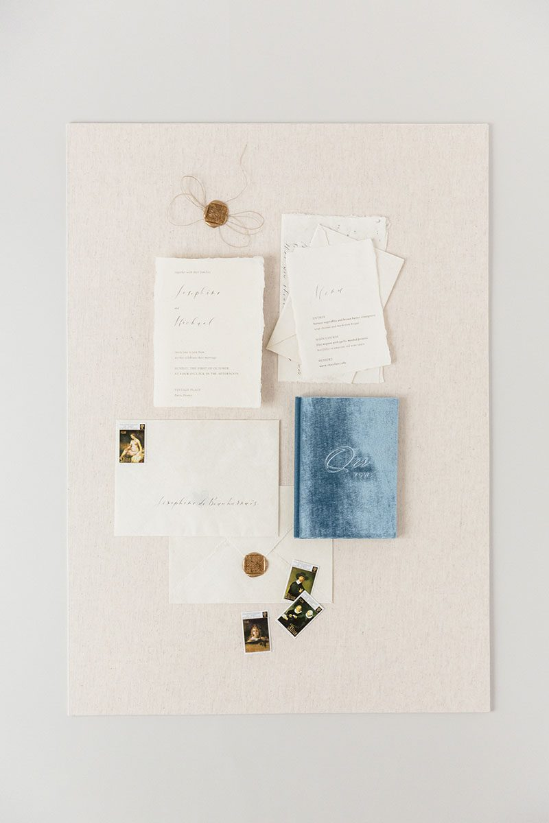 Bark-and-Berry-Ivory-Linen-styling-boards-for-wedding-stationery-bouquet-detail-shot-001