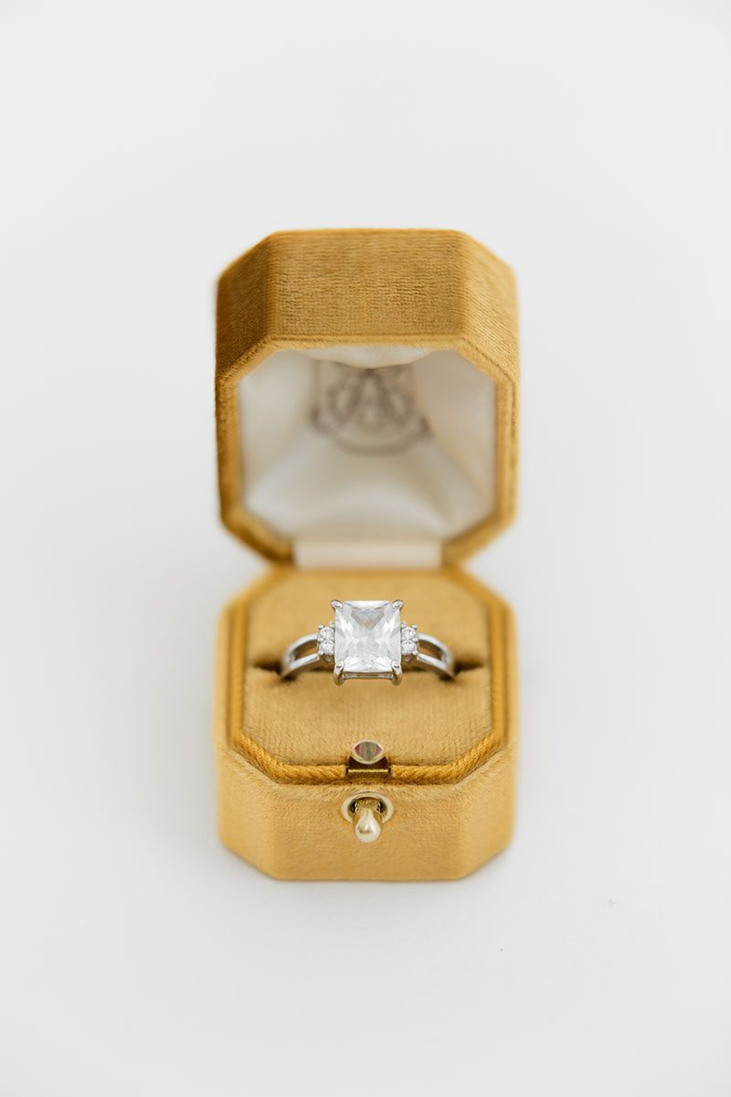 Bark-and-Berry-Amber-vintage-wedding-embossed-monogram-octagon-velvet-ring-box-with-lock-001
