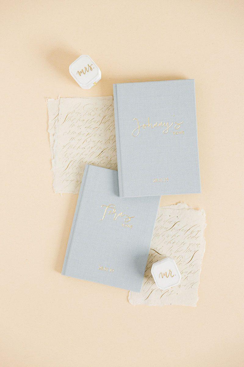 Bark-and-Berry-Cloud-vintage-linen-wedding-embossed-monogram-vows-folder-book-004