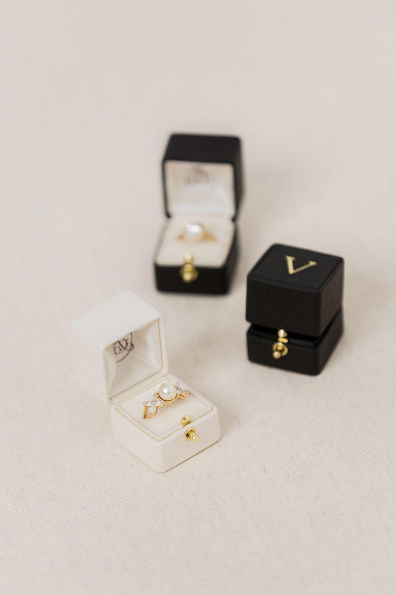 Bark-and-Berry-Pearl-Ludovic-vintage-wedding-embossed-monogram-velvet-leather-ring-box-001