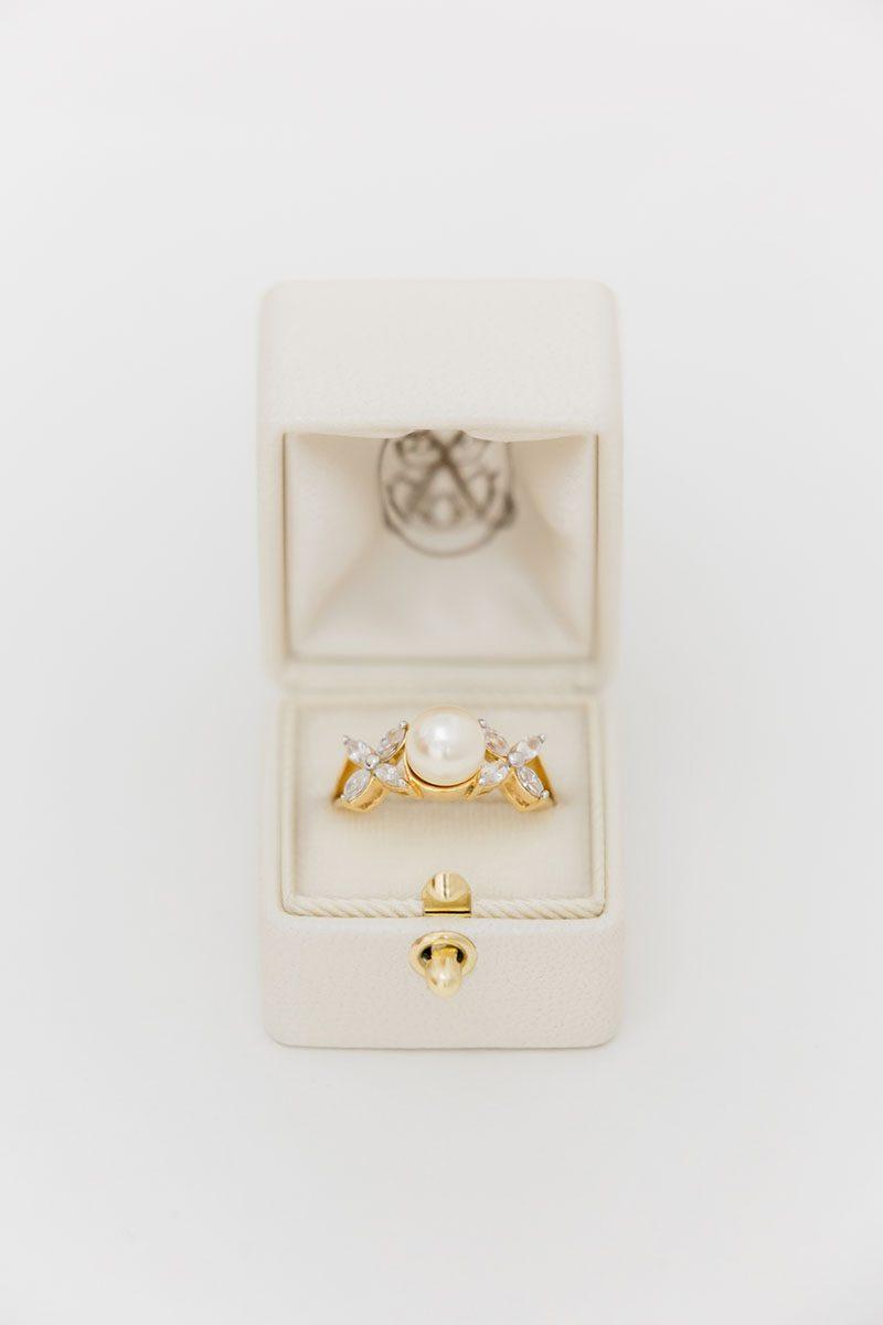 Bark-and-Berry-Pearl-vintage-wedding-embossed-monogram-velvet-leather-ring-box-001