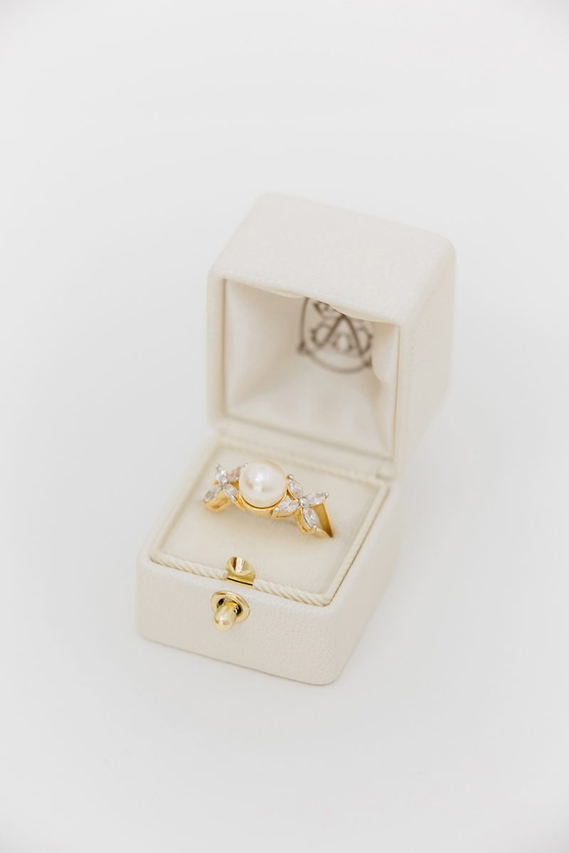 Bark-and-Berry-Pearl-vintage-wedding-embossed-monogram-velvet-leather-ring-box-002