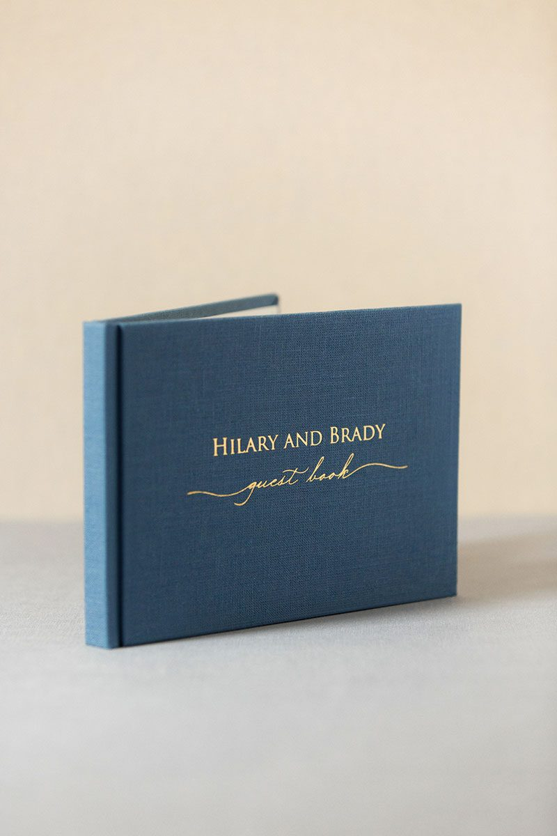 книга для гостей и пожеланий оригинальный подарок молодоженам на свадьбу из натурального бархата кожи или замши с индивидуальным тиснением