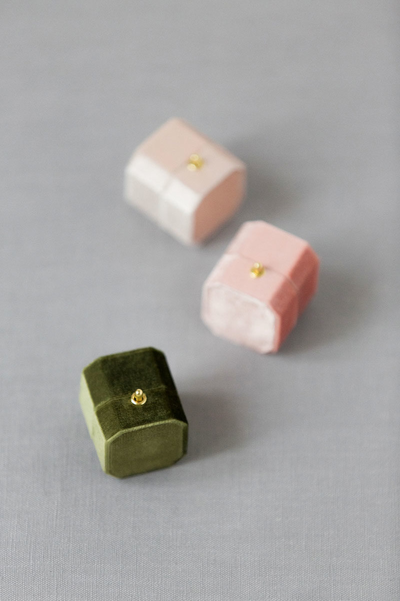 Bark-and-Berry-Moss-Petal-Blush-vintage-wedding-embossed-monogram-octagon-velvet-ring-box-with-lock-003