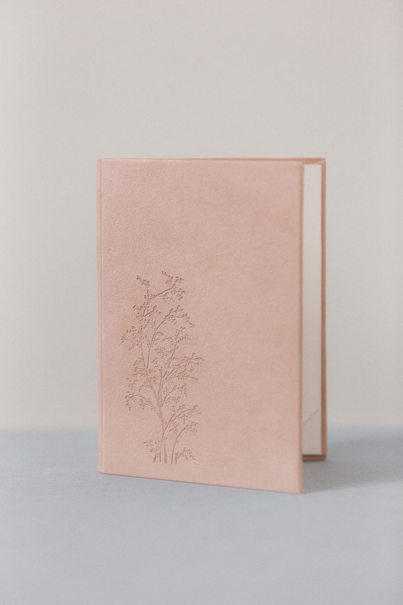 Bark-and-Berry-Diana-vintage-suede-wedding-embossed-monogram-vows-folder-book-13x18-001