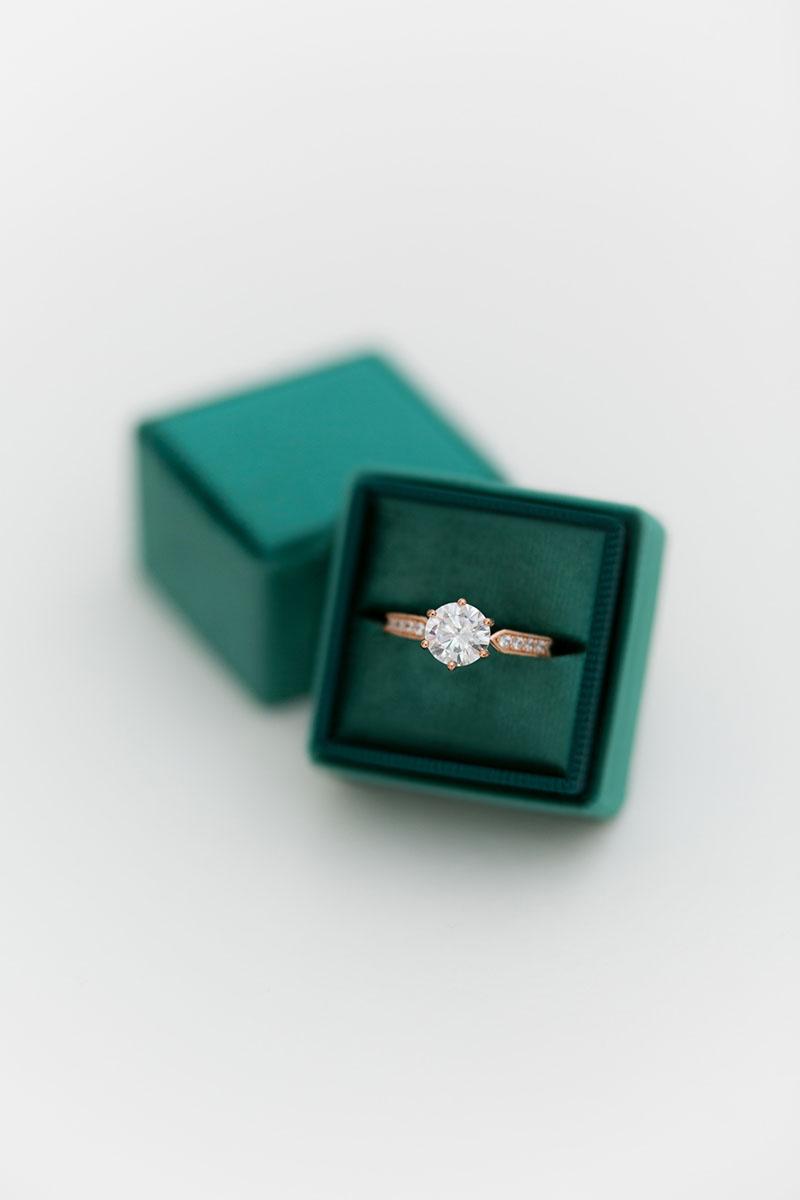 Bark-and-Berry-Emerald-single-double-slot-vintage-wedding-embossed-monogram-velvet-ring-box-002