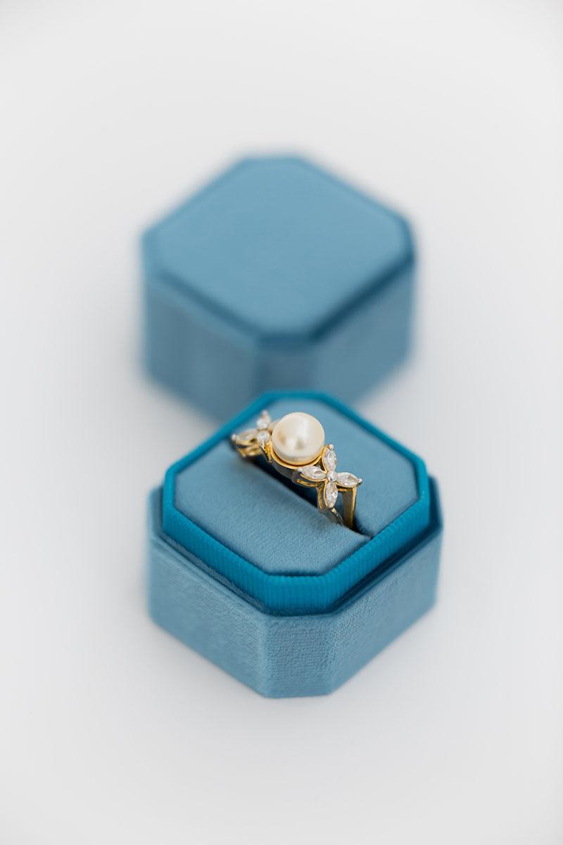Bark-and-Berry-Petite-Peacock-octagon-vintage-wedding-embossed-individual-monogram-velvet-ring-box-001