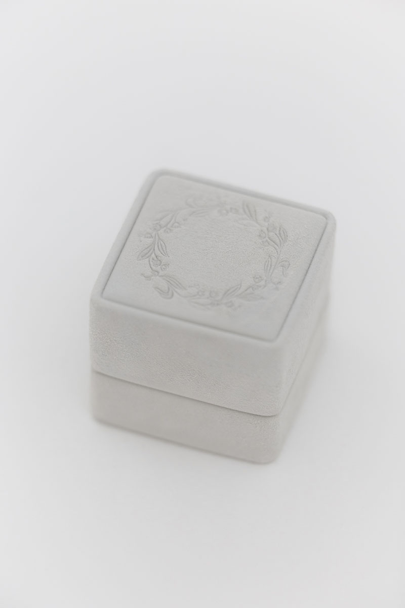 Bark-and-Berry-Grand-Cloud-classic-vintage-wedding-embossed-individual-monogram-suede-velvet-ring-box-001