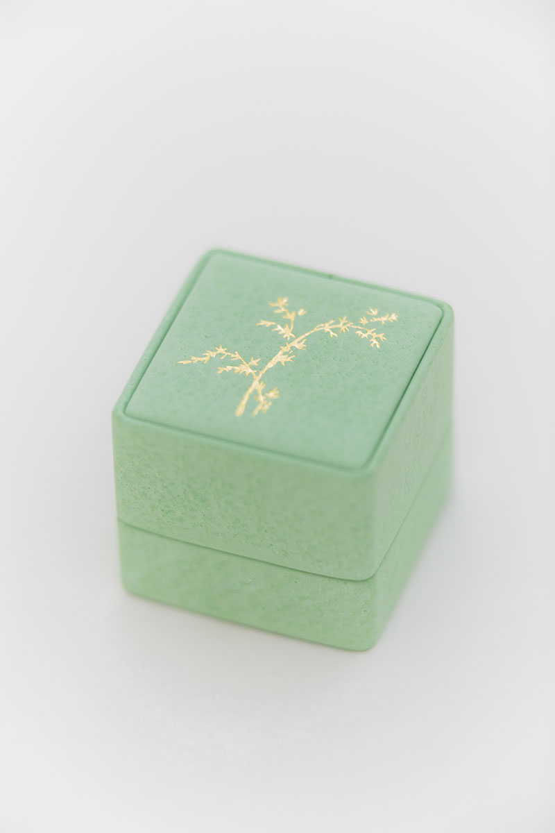 Bark-and-Berry-Grand-Honeydew-classic-vintage-wedding-embossed-individual-monogram-leather-velvet-ring-box-001
