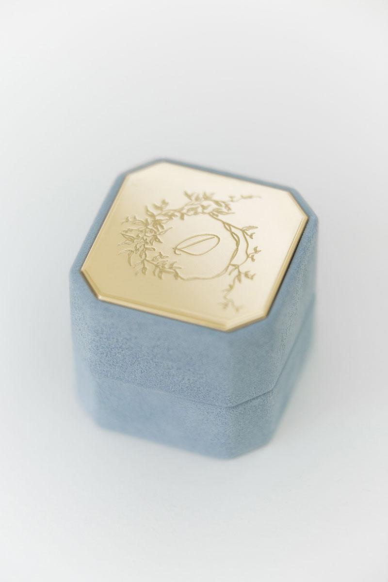 Bark-and-Berry-Grand-Grace-octagon-vintage-wedding-embossed-engraved-individual-monogram-velvet-suede-ring-box-001