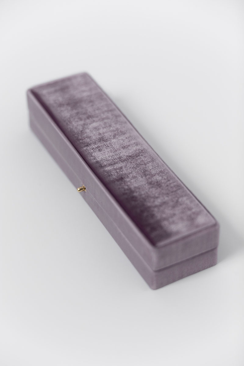 Bark-and-Berry-Grand-Oblong-Amethyst-vintage-wedding-embossed-double-monogram-velvet-earrings-necklace-pendant-bracelet-ring-box-003