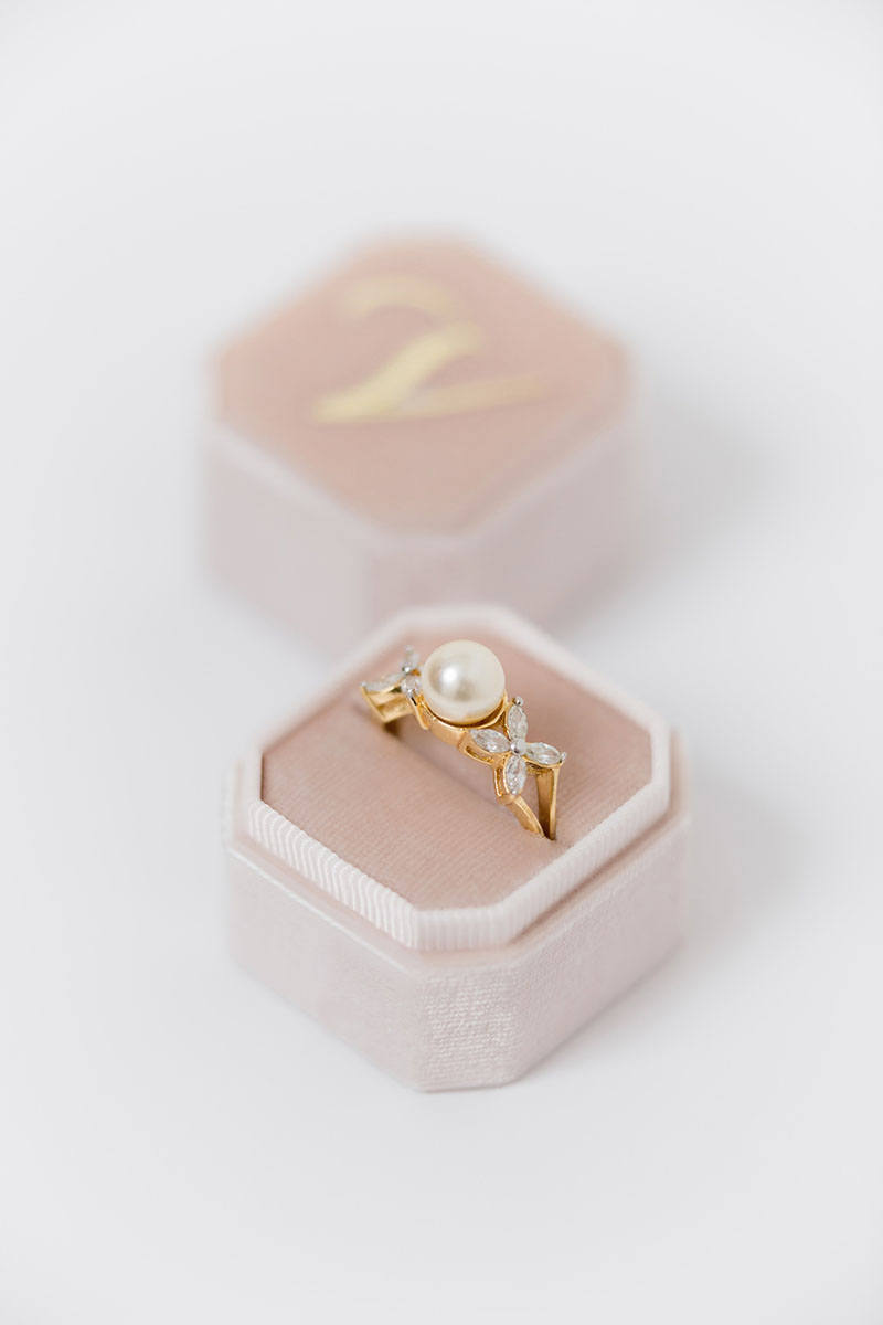 Bark-and-Berry-Petite-Blush-octagon-vintage-wedding-embossed-individual-monogram-velvet-ring-box-002
