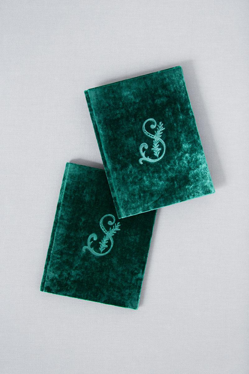 Bark-and-Berry-Emerald-vintage-velvet-wedding-embossed-monogram-vows-folder-book-13x18-001