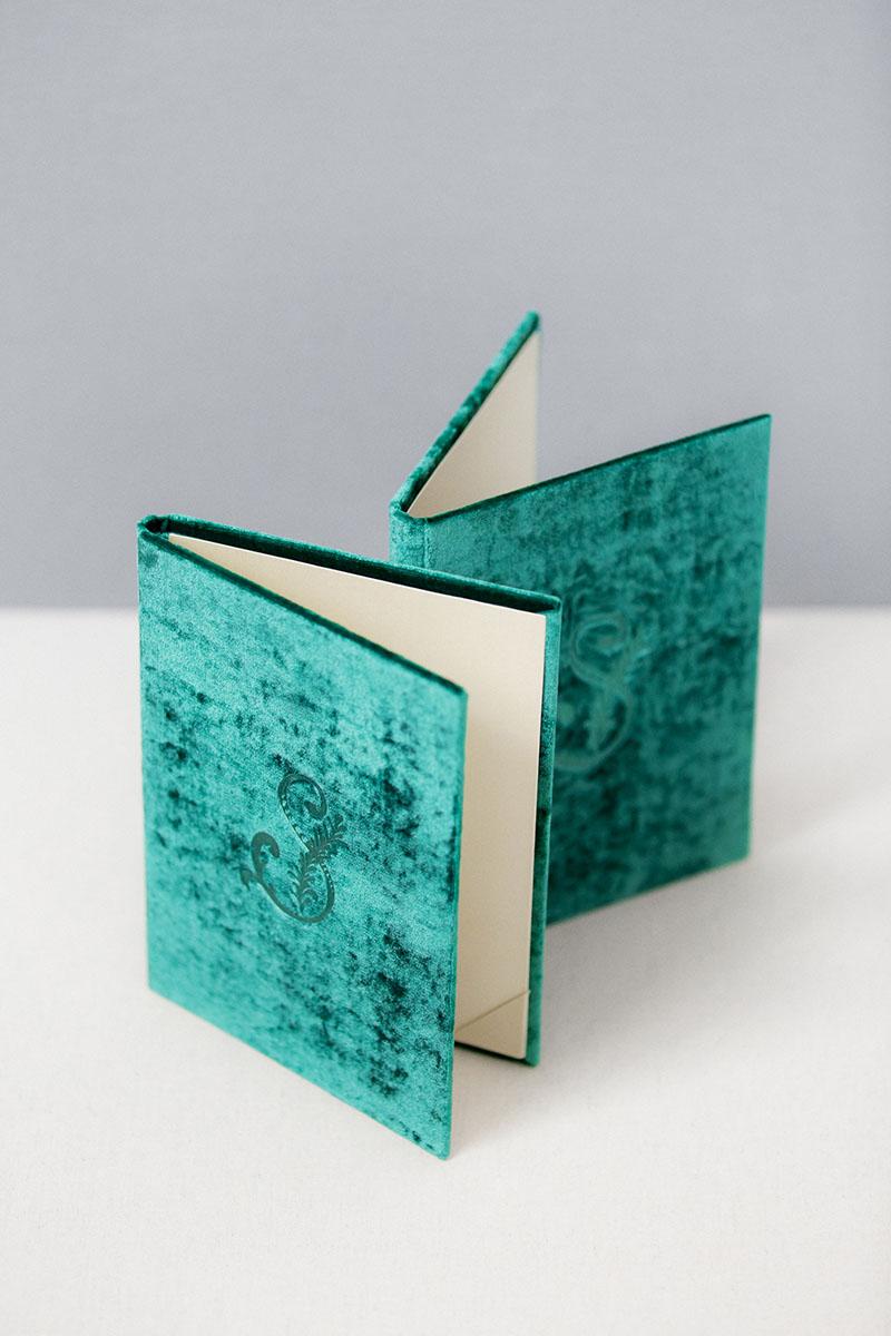 Bark-and-Berry-Emerald-vintage-velvet-wedding-embossed-monogram-vows-folder-book-13x18-004