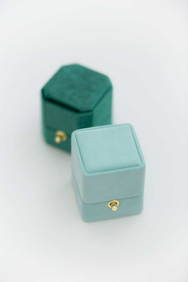 Bark-and-Berry-Petite-Lagune-classic-Emerald-octagon-vintage-lock-wedding-embossed-engraved-enameled-individual-monogram-velvet-suede-ring-box-001