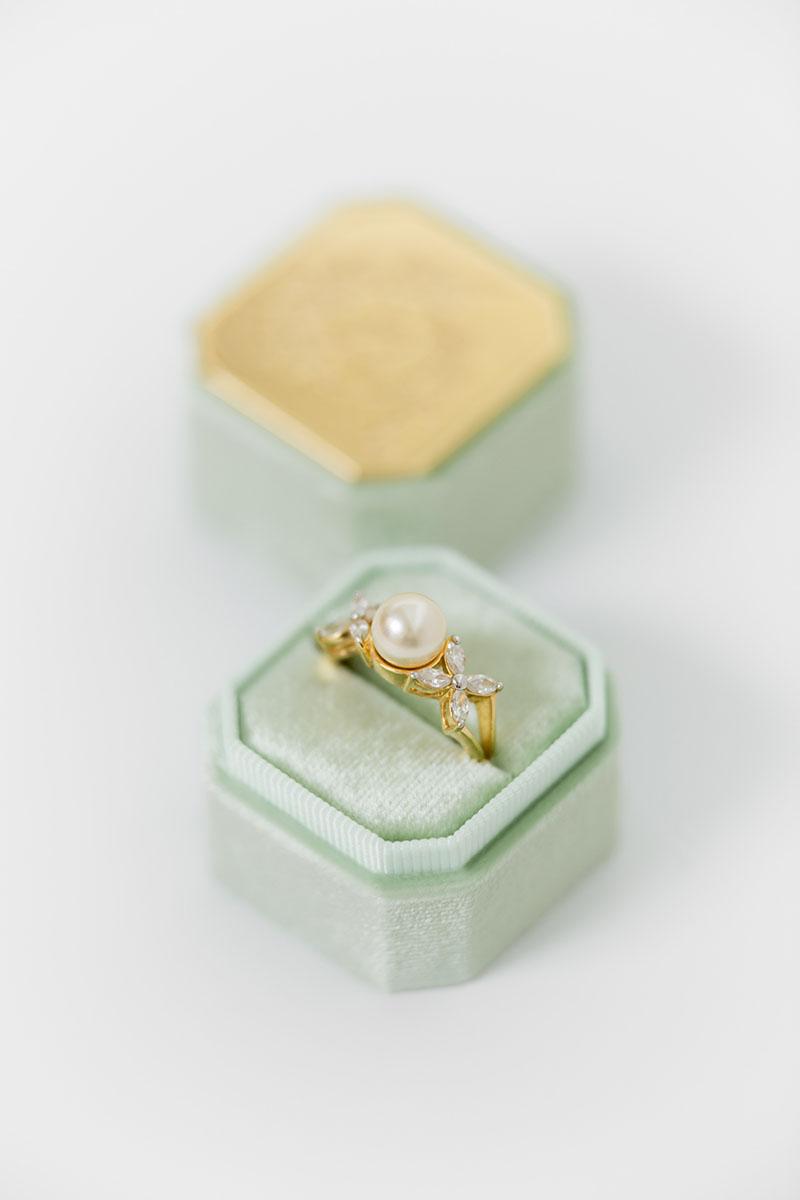 Bark-and-Berry-Petite-Ambrosia-octagon-vintage-wedding-embossed-engraved-enameled-individual-monogram-velvet-ring-box-001