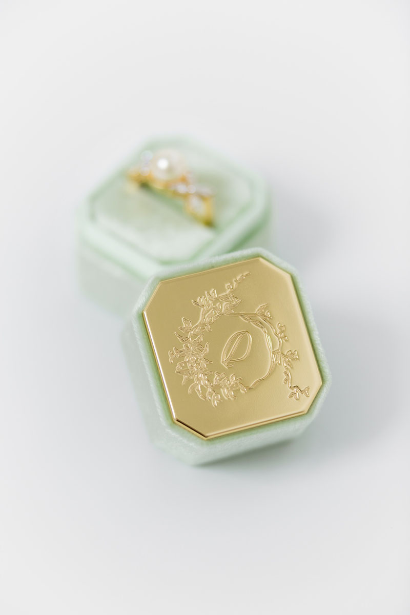Bark-and-Berry-Petite-Ambrosia-octagon-vintage-wedding-embossed-engraved-enameled-individual-monogram-velvet-ring-box-002