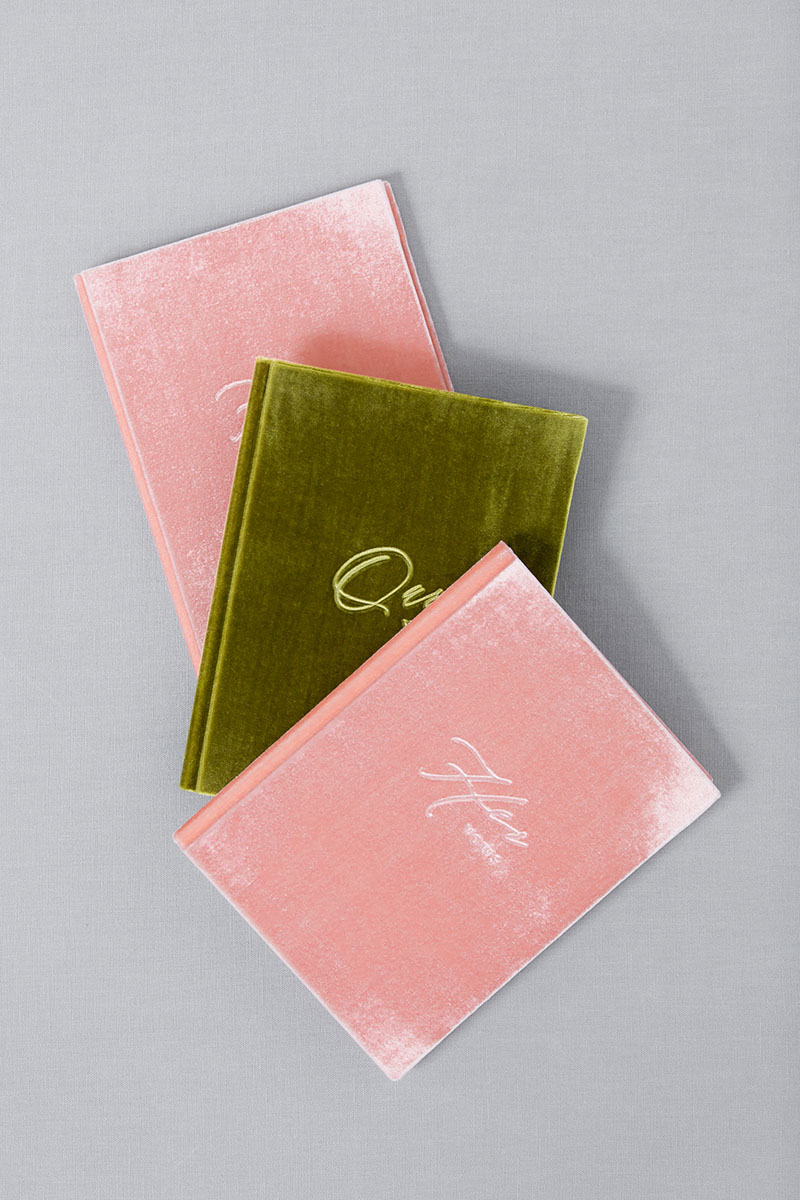 Bark-and-Berry-Blossom-Olive-vintage-velvet-wedding-embossed-monogram-vows-book-13х18-001