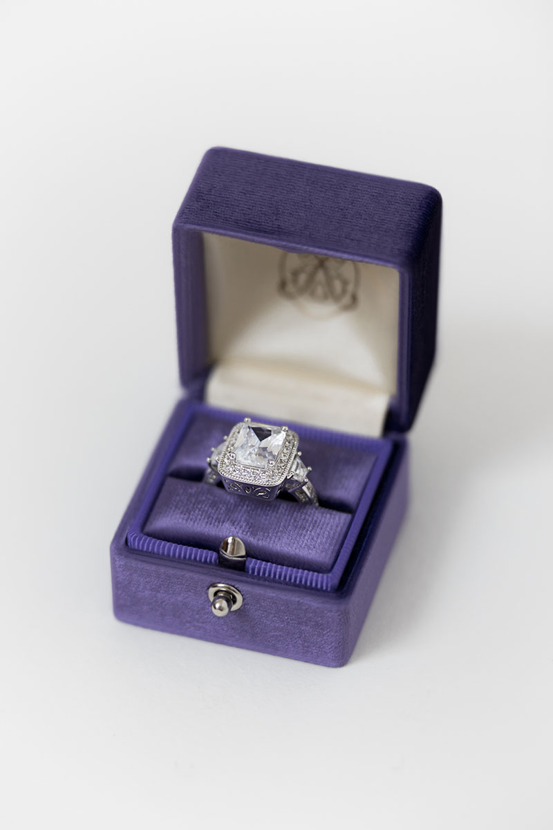 Bark-and-Berry-Grand-Iris-lock-classic-vintage-wedding-engraved-embossed-enameled-individual-monogram-velvet-ring-box-001