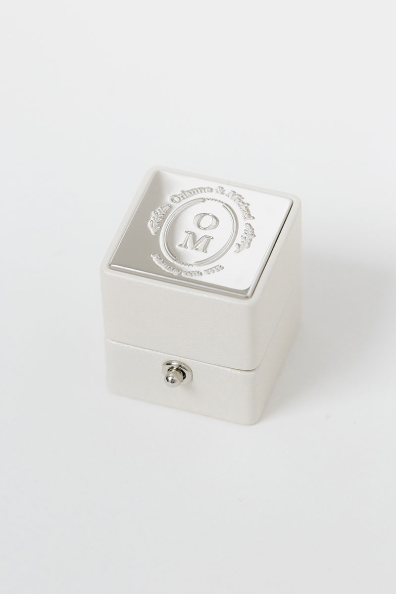 Bark-and-Berry-Pearl-petite-classic-lock-vintage-wedding-embossed-engraved-enameled-monogram-velvet-leather-ring-box-001