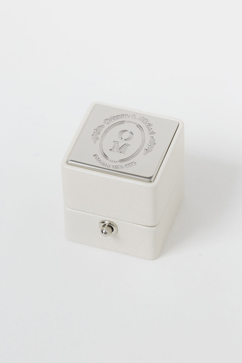 Bark-and-Berry-Pearl-petite-classic-lock-vintage-wedding-embossed-engraved-enameled-monogram-velvet-leather-ring-box-002