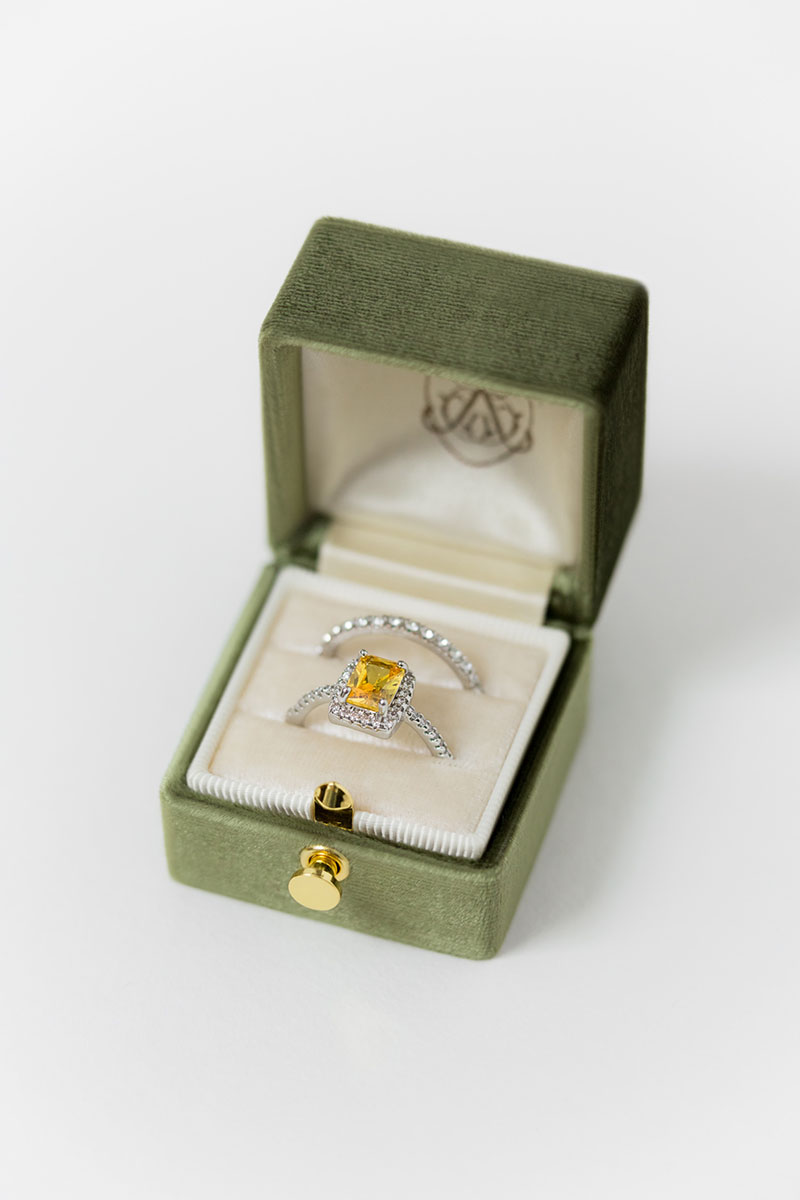 Bark-and-Berry-Grand-Moss-lock-classic-vintage-wedding-engraved-embossed-enameled-individual-monogram-velvet-ring-box-001