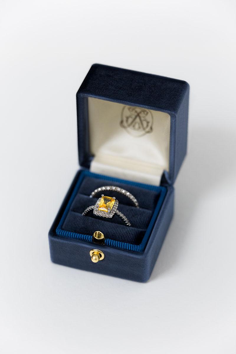 Bark-and-Berry-Grand-Ocean-lock-classic-vintage-wedding-engraved-embossed-enameled-individual-monogram-velvet-ring-box-003