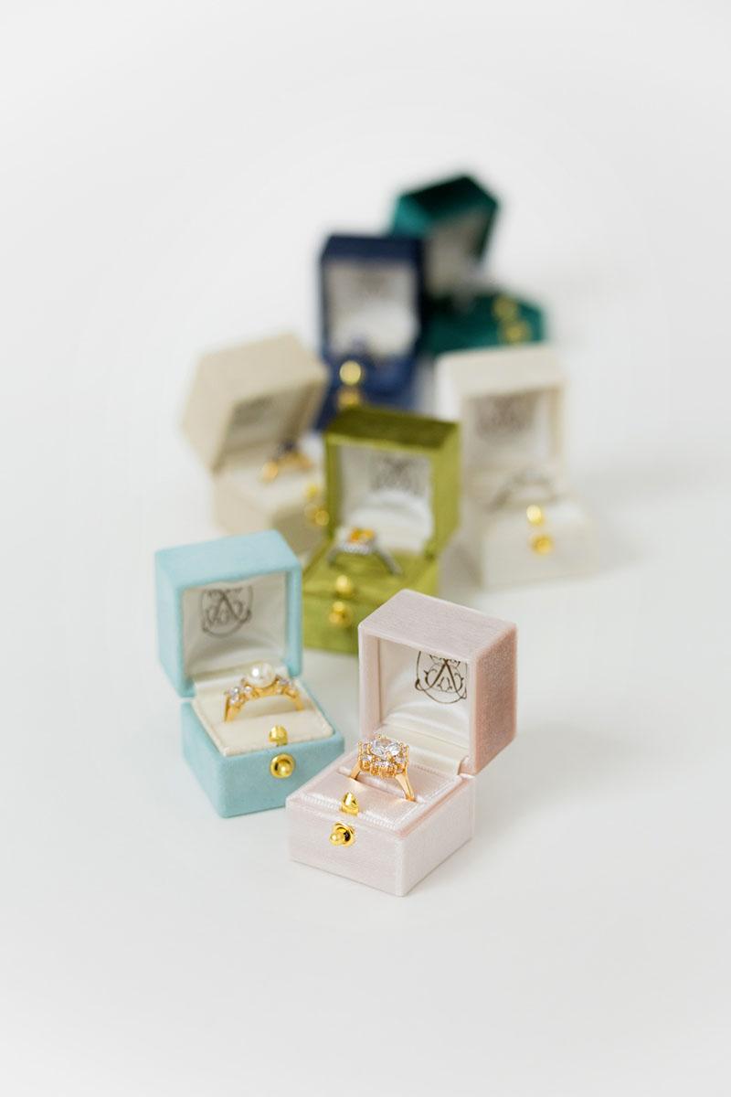 Bark-and-Berry-Petite-Blush-Lagune-Olive-Ivory-Anne-Ocean-Emerald-classic-vintage-lock-wedding-embossed-engraved-enameled-individual-monogram-velvet-suede-ring-box-001