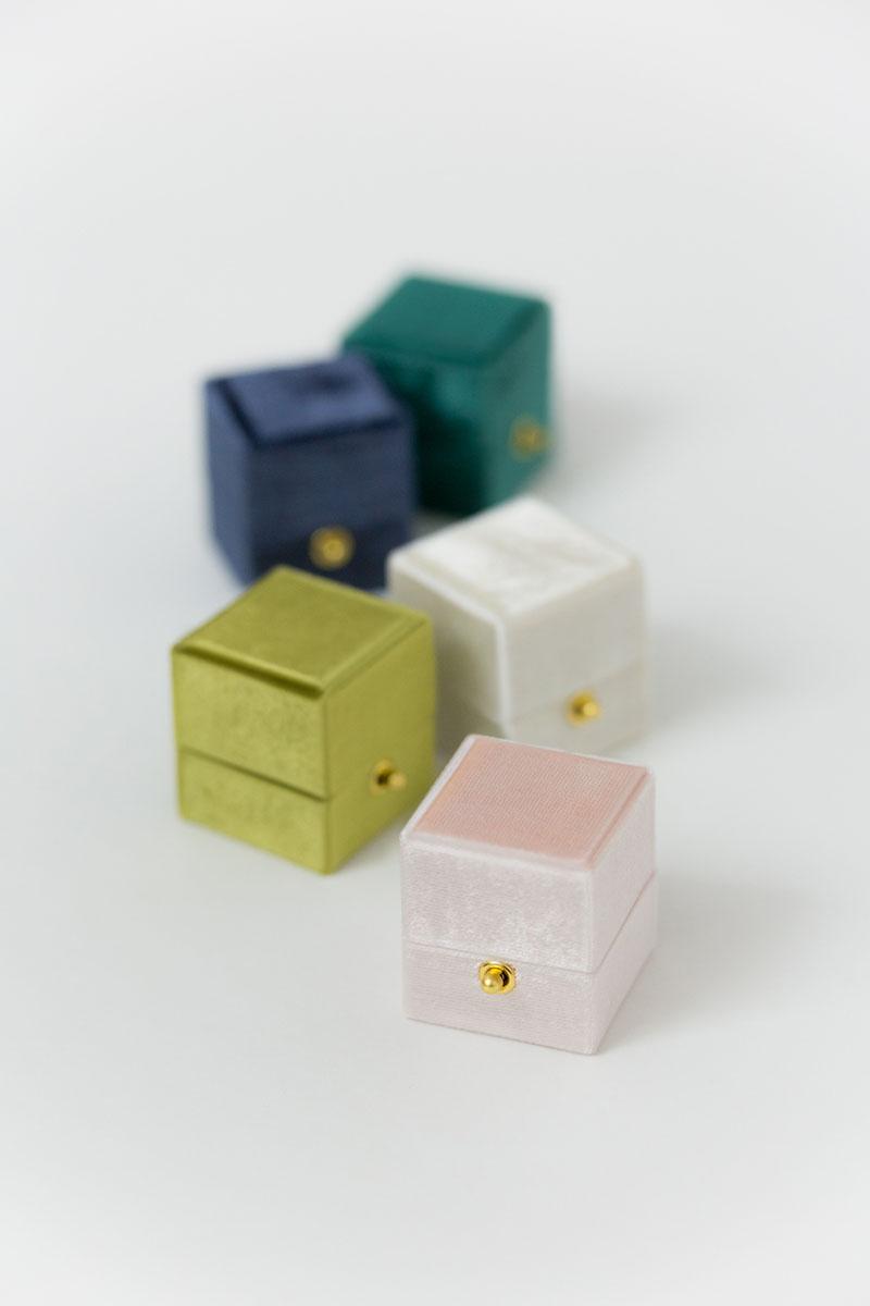 Bark-and-Berry-Petite-Blush-Olive-Ivory-Ocean-Emerald-classic-vintage-lock-wedding-embossed-engraved-enameled-individual-monogram-velvet-ring-box-001